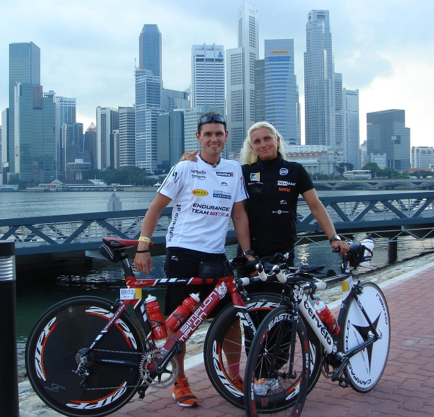 IM70.3Singapore_ThomasYvonneSkylineSingaporeBig1